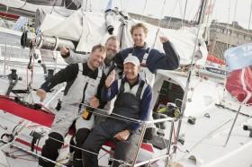 """Die Crew der """"Red"""" nach dem überstandenen Atlantik-Abenteuer in St. Malo. © Andreas Lindlahr"""