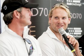Michi Müller bei der Pressekonferenz in Kiel mit seinem Oman Skipper Sidney Gavignet. © VINCENT CURUTCHET / DF / LLOYD IMAGES / MOD70