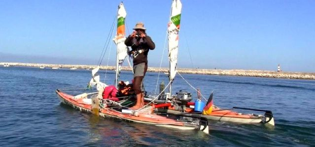 Das Abenteuer geht weiter. Portugiesen helfen Andreas Gabriel mit neuem Motor. © AG
