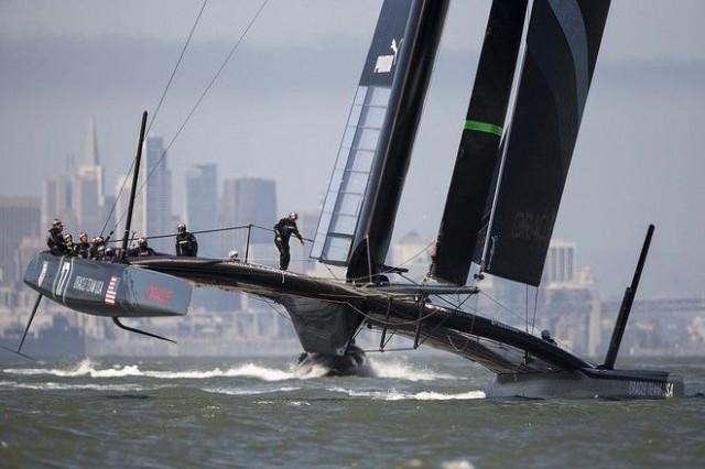 Oracle Racing ist 18 Tage nach dem Schwertbruch wieder mit seinem AC72 Kat auf dem Wasser. © Guilain Grenier Oracle Team USA