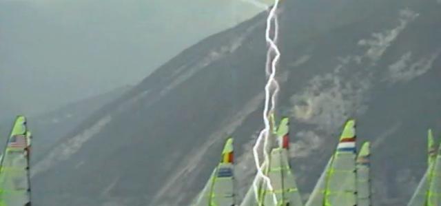 Blitz über der 49er-EM am Gardasee © Bergström