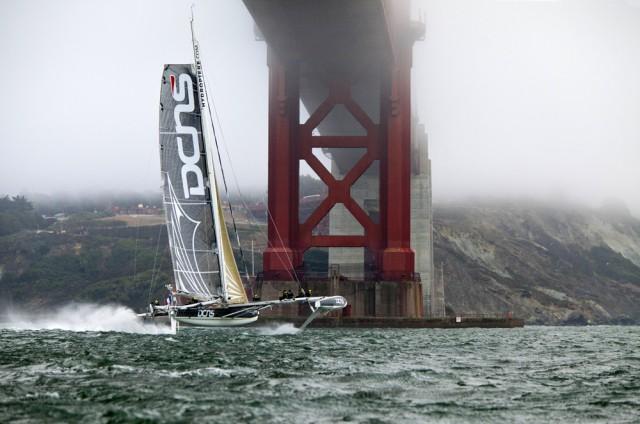 Hydroptère unter der San Francisco Bridge. © Hydroptère