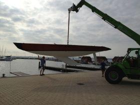 """Die Linien des 30 Jahre alten 5.5m """"Criollo"""". Der Kiel ist nach hinten gepfeilt. © SegelReporter"""
