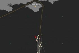"""""""Mare"""" (rot) steuert von Westen die Isle of Wight an und liegt auf Rang fünf."""