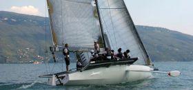 """""""Stravaganza"""" gibt Gas mit ihrem Außenbord-Kiel. © Trofeo Gorla"""