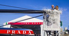 Bertelli hat schon einige Cupper getauft. Man merkt ihm die Übung an.  © Luna Rossa/Carlo Borlenghi