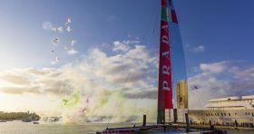 Buntes Tages-Feuerwerk zum Luna Rossa Launch. © Luna Rossa/Carlo Borlenghi