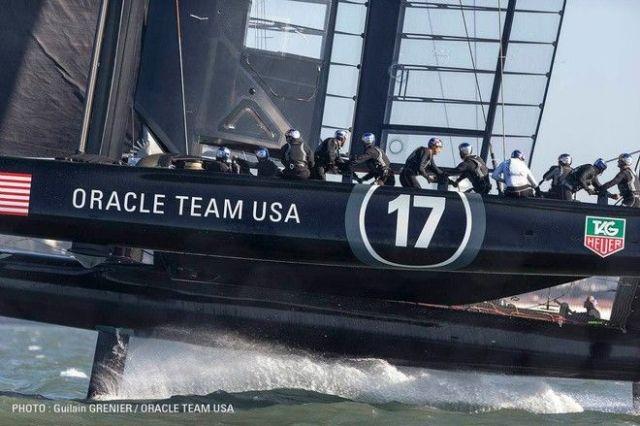 Sechs Grinder versuchen die Kraft des AC72 zu bändigen.  © Guilain Grenier / Oracle Team USA