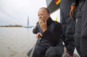 Hmm, wo gehts lang. Der ex Container Projektmanager Dirk Neumann in Denker-Pose beim Team Germany. © onEdition