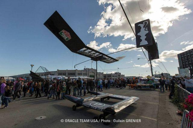 """Neuer Oracle Kat aus alten Teilen des """"USA 17"""" Flügels. © ORACLE TEAM USA / Guilain GRENIER"""