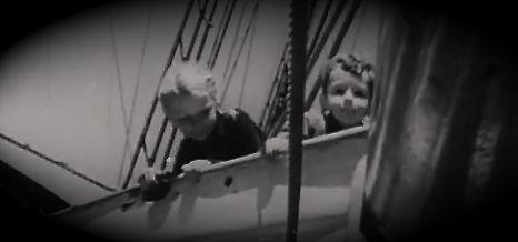 """Für die Tompkins Kinder ist die """"Wander Bird"""" ein großer Abenteuer Spielplatz."""
