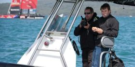 Auch Coutts-Kumpel Simon Daubney (l.), viermaliger America's Cup Gewinner mit Neuseeland und Alinghi, gehört in Auckland zu Oracles Kiwi-Beobachtungstruppe. © TNZ