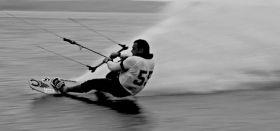 Kitesurfer auf dem Salz-Spot in Frankreich. © Tanguy Blondel