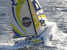 Francois Gabart segelt bisher ein starkes Rennen von der Spitze weg, das seinem Mentor Michel Desjoyeaux gefallen wird. © Jean-Marie Liot / DPPI