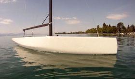 """""""Double X-bow"""", das trägt man anscheinend jetzt so. Der Trick: Bereits bei leicht ins Wasser gedrücktem Vorsteven verlängert sich die Wasserlinie vorne maximal. © Marchand"""