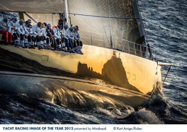 """Das Racing Foto des Jahres 2012. Die Insel Capri spiegelt sich im Rumpf der 112 Fuß langen Baltic """"Nilaya"""". © Kurt Arrigo"""