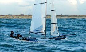 Das französische Ehepaar und Dreamteam Petitjean/Backes bei den ersten Nacra17 Gehversuchen. © Philippe Michel