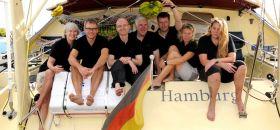 """Die Crew der """"La Medianoche"""" vor dem Atlantik-Abenteuer. © Marina Könitzer"""