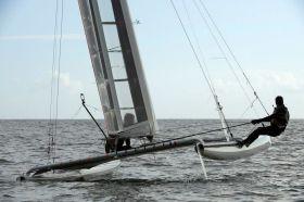Volvo Ocean Race Sieger Cammas balanciert den Flügel Kat