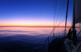 Atlantiküberquerung, zwei Freunde, altes Schiff, Cruising