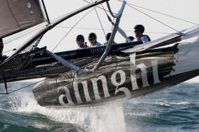 Ernesto Bertarelli steuert seinen Alinghi Kat