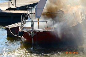 Schiffsbrand im Wedeler Yachthafen
