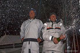 Jörg Riechers spritzt  mit Champagner