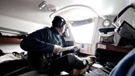 Digger Hamburg mit Gitarre