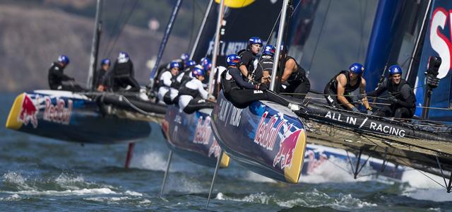 Enge, spannende Stellungskämpfe beim Red Bull Youth America's Cup vor der Golden Gate Bridge von San Francisco/USA © Jens Hoyer / All In Racing