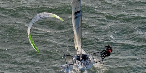 bridge to bridge race, skiff, kite