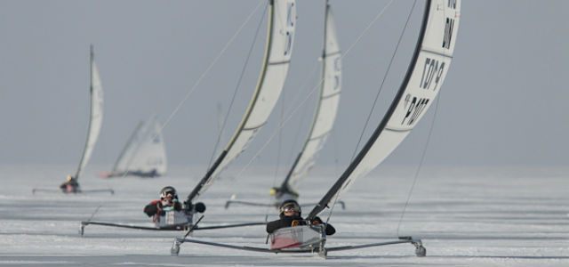 Von vorne gesehen bleibt das Profil durch den gebogenen Mast schmal, und der Widerstand gering. © Ralf Linow