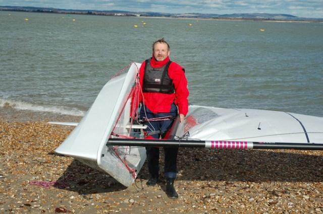 Stellt sich nur die Frage: Dürfen wir gar keinen Slipwagen mehr benutzen und müssen das Böotchen immer mit uns rumschleppen? © rs sailing