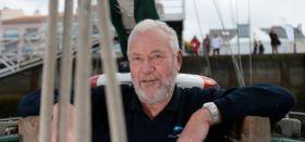 Auch im Alter noch zuständig fürs Grobe : Sir Robin Knox-Johnston bei der Route du Rhum © miku
