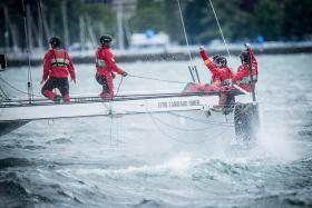 Höchst erfreutes Team rund um Steuermann Daniel Schmäh © hydros