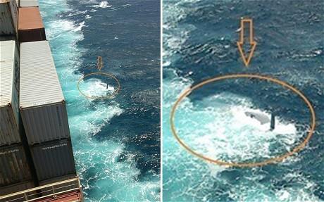 """Blick von der Frachter-brücke auf die """"Rafiki"""". Es ist zu erahnen, dass die Yacht einen Kielschaden hat © ENPA"""