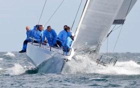 Die 'Platoon' segelt weit vor der ORC-I-Konkurrenz, musste aber ein Rennen nach einer Berührung mit der kleineren 'Solconia' aufgeben. Foto: OKpress / Kieler Woche