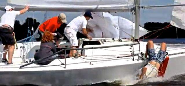 Vorschiffsmann im Wasser