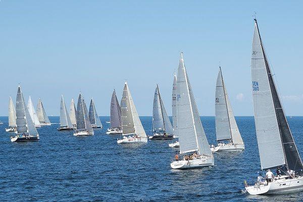 Start der ORC-WM-Gruppe B bei zunehmender Seebrise am Mittwoch.  © segel-bilder.de