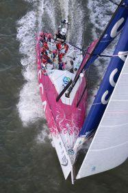 Schwerstarbeit für die Frauen an Bord des VO65 'Team SCA', die den Anschlus an die Männerkonkurrenz verloren.  ©Rick Tomlinson/RORC