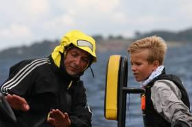 Roko nimmt letzte taktische Hinweise von Vater und Trainer Oli entgegen © DODV
