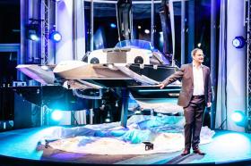 Kormaran-Geschäftsführer Dr. Oliver Kormann bei der Vorstellung der Weltpremiere © kormaran