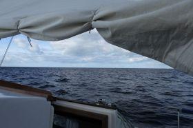 Vorhang hoch für den üblichen Blick auf die Ostsee an einem Segelwochenende. Der Segler ist allein © Swedesail
