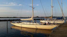 Swede 55 ist ein 16 m langer Kompromiß der 70er Jahre aus Optik, Segeleigenschaften und Stehhöhe (mittschiffs) © Swedesail
