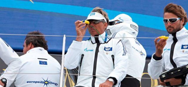 """""""Schümi"""" hat besonders beim America's Cup viel über das Team-Building gelernt – hier mit Boris Herrmann (rechts) auf der """"Esimit Europa 2″ beim Welcome Race der Kieler Woche 2013."""