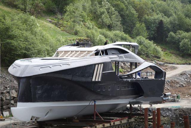 Der Rohbau entstand aus Karbon bei einem norwegischen Spezialisten für Schnellfähren © Brødrene AA