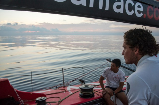 Sonnenaufgang in der Flaute. Dongfeng muss zusehen, wie die Konkurrenz aufholt. © Sam Greenfield/Dongfeng Race Team/Volvo Ocean Race