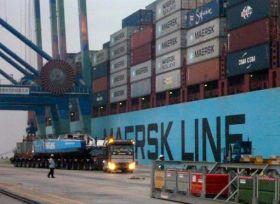 Der Weg im Hafen wird per LKW zurückgelegt.