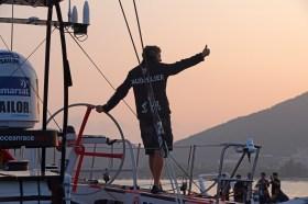 Charles Caudrelier feiert seinen Etappensieg in Sanya. © Ainhoa Sanchez/Volvo Ocean Race