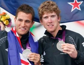 Blair Tuke und Peter Burling mit der 49er Silbermedaille in London.