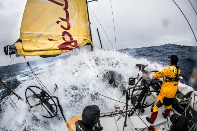 Na, kommt er wieder hoch der Bug? © Matt Knighton / Abu Dhabi Ocean Racing / Volvo Ocean Race
